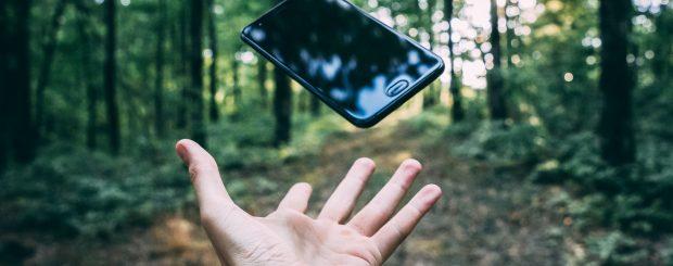 Phone on Holiday - Photo by Stanislav Kondratiev on Unsplash